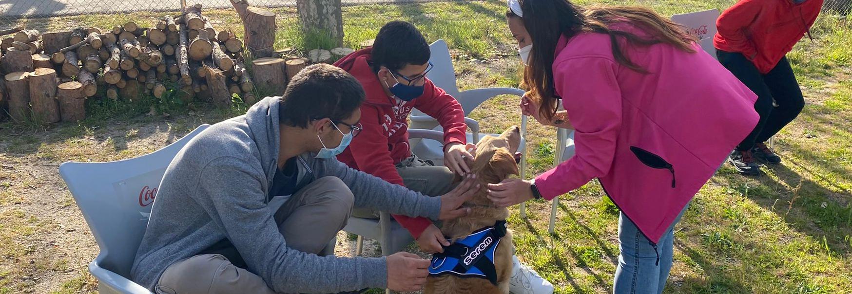 Comienza el curso de Canoterapia, de la Fundación Deporte y Desafío, con el que serem colabora, un proyecto que utiliza un perro en las sesiones de terapia de personas con discapacidad